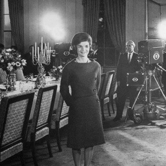 Cbs Evening News With Scott Pelley Jackie Kennedy S White House Tour 50 Years Later Eyes Of A Generation Television Living History
